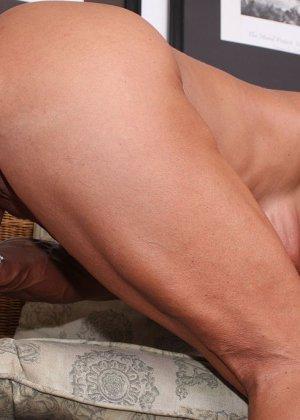 Женщина-бодибилдерша очень напоминает внешне мужчину, но всё же ее нутро говорит о женственности - фото 25
