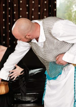 Экстравагантная дамочка доставляет удовольствие мужчина, применяя свой опыт и лучшие умения - фото 4