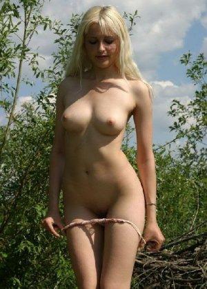 Подборка любительских фото грудастых телочек которые показали свои щелки - фото 45