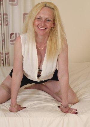 Британская зрелая женщина показывает свое тело, не стесняясь того, что она уже немолода - фото 4