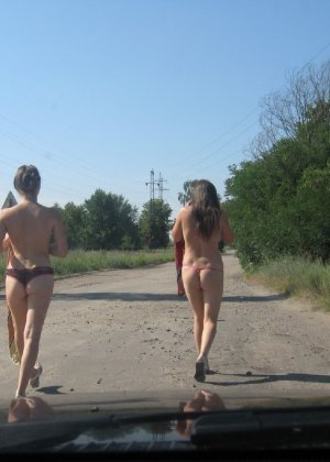 Сексуальная жена хорошенько отдыхает без одежды - фото 47