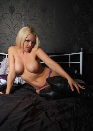 Эротичная блондинка показывает свое восхитительное тело - фото 4- фото 4- фото 4