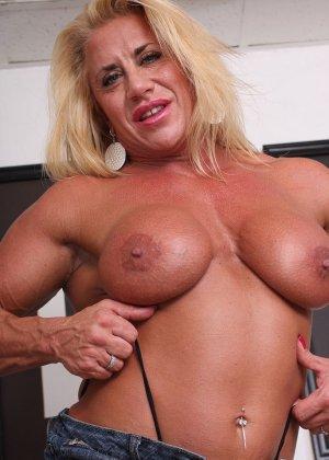 Женщина-бодибилдерша очень напоминает внешне мужчину, но всё же ее нутро говорит о женственности - фото 13