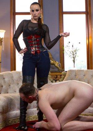 Бэлла Росси любит доминировать - ее партнер исполняет все желания, а затем трахает в пизденку - фото 13