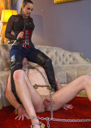Бэлла Росси любит доминировать - ее партнер исполняет все желания, а затем трахает в пизденку - фото 7