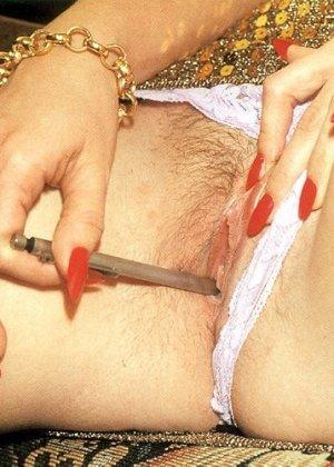 В этой галерее можно увидеть, что мода на анальный секс пошла уже давно – парочка занимается этим увлеченно - фото 2