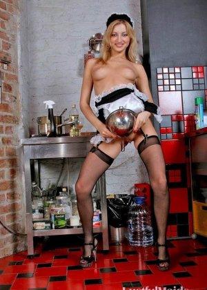 Эта телка очень сексуальна, она даже заказала фотосъемку в стиле ню, кадры вышли классные - фото 11