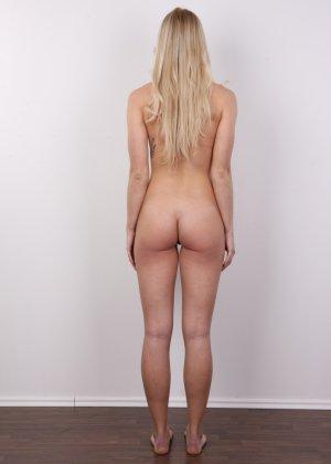 Стройная красотка с красивой грудью очень сильно хочет в порно - фото 14