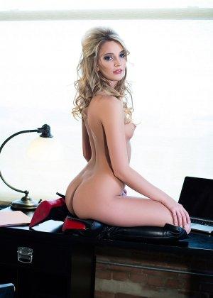 Кенна Джеймс невероятно сексуальна, поэтому смотреть на нее одно удовольствие - фото 12