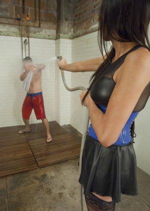 Жасмин Ли оказывается на самом деле мужчиной и демонстрирует свое желание доминировать - фото 9