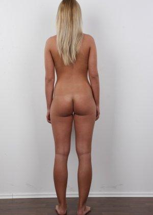 Девушка с пышной грудью оголила свое тело ради приличного зароботка - фото 14
