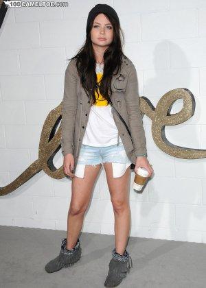 Знаменитая модель пришла на сьемки нового видео с её участием - фото 3