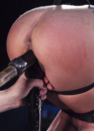 Роксанна проходит через множество испытаний, которые ей устраивает развратный мужчина - фото 13