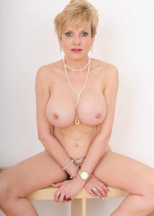 Леди Соня – зрелая блондинка, которая показывает себя со всех сторон, представляя самые выгодные части тела - фото 14