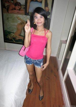 Любительские порно фотки восемнадцатилетней азиатской девчушки - фото 1