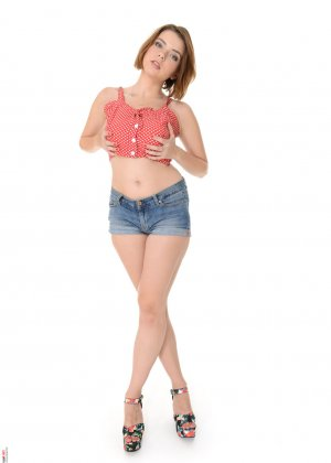 Марина Висконти захотела сняться в обнаженном виде, чтобы со стороны увидеть, как она сексуальна - фото 1