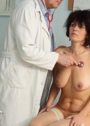 Женщина в почтенном возрасте приходит на прием к врачу и оказывается в руках развратного мужчины - фото 6