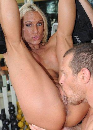 Эшли Чембрерс проводит много времени в тренажерном зале и там же она оказывается оттраханной - фото 4