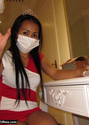 Красивая азиатская девушка со стройной фигуркой засветила свои трусики - фото 12