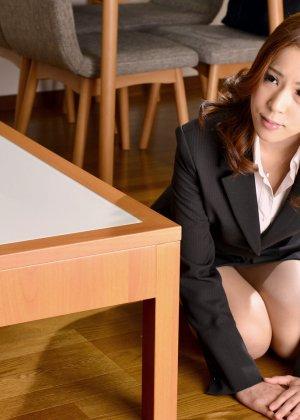 Японские студенты после учебы с большим удовольствием трахаются на полу - фото 3