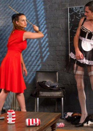 БДСМ – это часть жизни этой привлекательной самки Беллы Роуз с влажной промежностью - фото 1