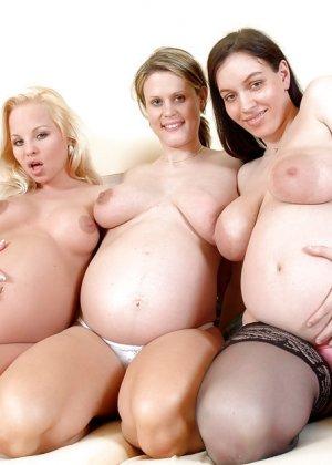 Беременные девушки тоже обладают достаточной сексуальностью, поэтому они хвастаются своим положением - фото 11