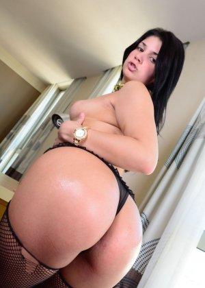Бразильская брюнетка очень темпераментна и хочет секса - она готова подставлять себя под член - фото 4