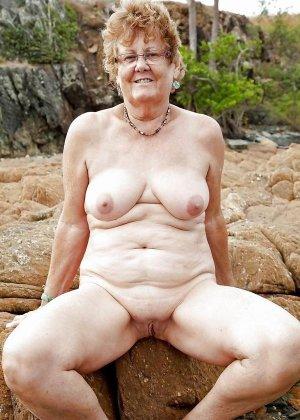 Зрелые телки оголят свои обвисшие груди, они бабки без комплексов, и трахнут кого угодно - фото 2