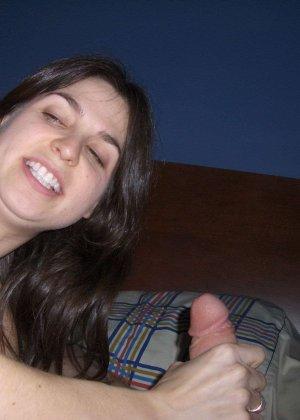 Подборка фото девушек которые делают минет и развлекаются с резиновыми хуями - фото 14