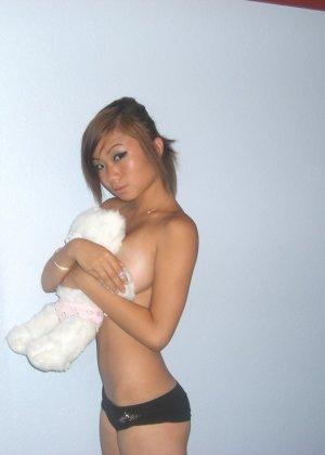 Девушки в сексуальных бикини соблазняют парне при своем виде - фото 5