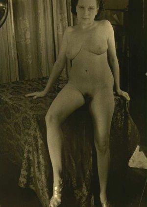 Очень старые фотографии показывают обнаженное тело женщины, которая не знала о существовании бритвы - фото 11