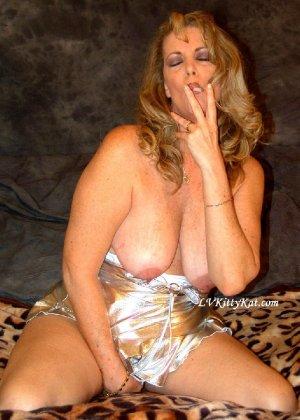 Зрелая мадам показала свои старые рыхлые сиськи всем желающим - фото 15- фото 15- фото 15