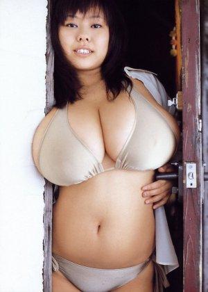 Японка с шикарными буферами покажет свои аккуратные соски и заведет всех мужиков - фото 6