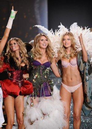 На конкурсе красоты выступают очень красивые модели в сексуальном белье - фото 7