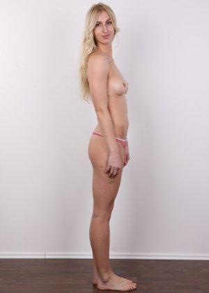 Стройная красотка с красивой грудью очень сильно хочет в порно - фото 8
