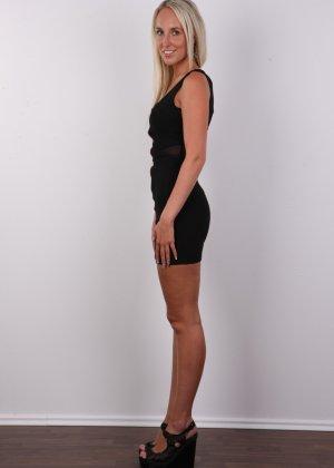 В чешском кастинге милая блондинка не стесняется себя показывать – ее стройное тело достойно похвалы - фото 3