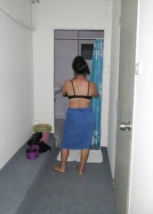 Раком паренек запихивает пенис в молоденькую тайскую проститутку - фото 15