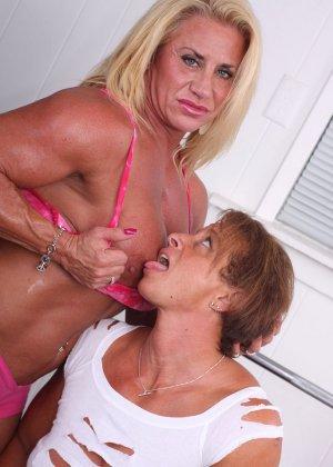 Уединяются в тренажерке, чтобы доставить друг другу обоюдное удовольствие - фото 4