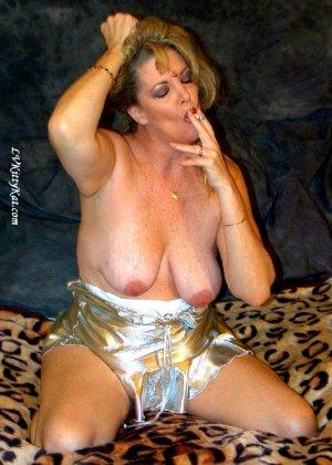 Зрелая мадам показала свои старые рыхлые сиськи всем желающим - фото 17- фото 17- фото 17