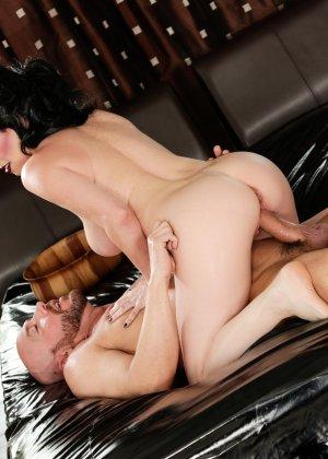 Экстравагантная дамочка доставляет удовольствие мужчина, применяя свой опыт и лучшие умения - фото 12