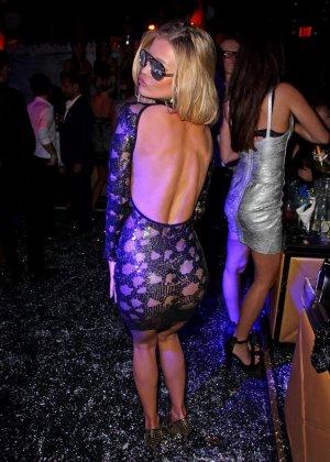 Блондинка Джоана Крупа обнимается со своим новым богатеньким мужиком - фото 10