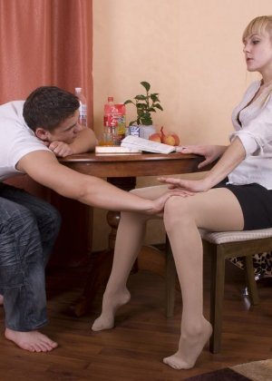 Русский пацан вместо того что бы заниматься учебой развел ботанку на секс - фото 1