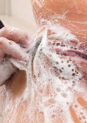 Прекрасная японская девушка занимается анальным сексом с молодым перцем - фото 7