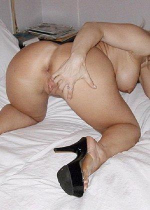 Нина Хартли и подружки показывают свои роскошные тела перед камерой, ничего не стесняясь - фото 6