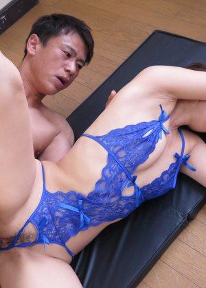 Сексопильная азиатка обожает раздвигать ноги перед своим любовником - фото 51