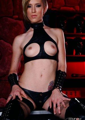 Майя Дэвис обличается в сексуальный наряд и показывает свое красивое тело всем мужчинам - фото 9