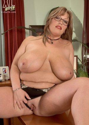 Женщина с огромными формами просто поражает своей внешностью, у нее нереальные объемы - фото 10