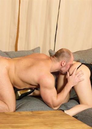 Парни целуются и лижут друг другу задницы, такие игры геев оценят только избранные - фото 10