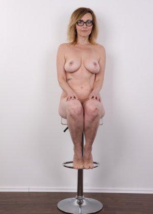 Опытная дамочка решает принять участие в чешском кастинге и показывает свое немолодое тело - фото 13