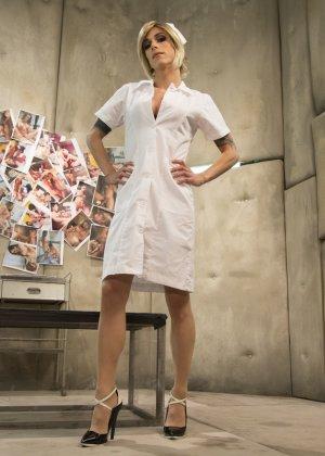 Педик дал в жопу трансвеститу в комнате с мягкими стенами и получил от этого большое удовольствие - фото 1